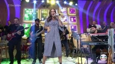 Ivete Sangalo canta 'O Farol' - Grávida de gêmeas, a cantora mostra que não falta energia