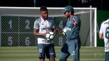 Michel Bastos responde a protestos e diz que quer ficar no Palmeiras em 2018 - Michel Bastos responde a protestos e diz que quer ficar no Palmeiras em 2018
