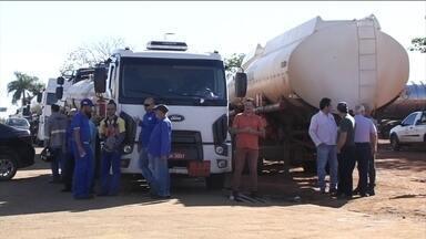 Goiás tem 15 cidades sem gasolina, etanol e diesel - O bloqueio começou na segunda-feira (13), quando os manifestantes fecharam as 23 distribuidoras para protestar contra os valores parecidos nas bombas e o preço dos combustíveis. Goiânia é a capital com a gasolina mais cara.