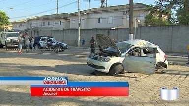 Jovem de 22 anos morreu em grave acidente em Jacareí - Carro em que ele estava bateu no poste na Malek Assad.