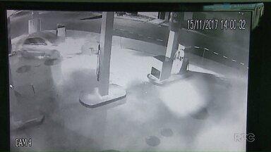 Jogador de futebol é detido por dirigir embriagado - O atleta arrancou uma bomba de combustível de um posto e continuou dirigindo.