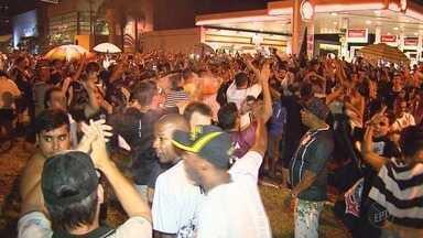 Corintianos comemoram em Ribeirão Preto o sétimo título brasileiro da história do time - Avenida Presidente Vargas ficou pequena para tantos torcedores.