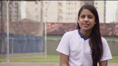 Conheça a aluna que ficou em 2º lugar na categoria voto popular do Câmera Educação - Pâmela Coelho da Silva, aluna de uma escola municipal de Praia Grande, recebeu mais de 81 mil votos.