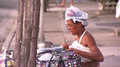 Polícia investiga grupos que incitam a violência contra moradores de rua - A polícia está investigando se existe relação entre as mortes de dois moradores de rua de Copacabana e grupos que postam mensagens incentivando a violência através da internet.