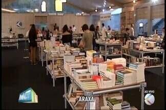 Festival literário entra para o segundo dia de atrações em Araxá - O segundo dia da Fliaxará continua movimentando a cidade. As atrações foram o escritor angolano OndJack e a araxaense Leila Ferreira