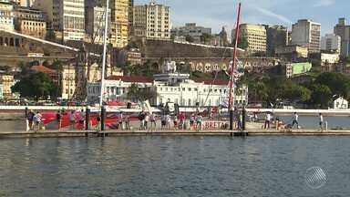 Veleiro francês que ficou à deriva na cidade de Conde chega à capital - Embarcação ficou à deriva depois de problemas no mastro e no motor.