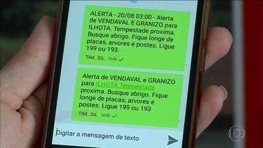 Anatel inaugura em SP serviço de SMS com alertas de emergência - Até março de 2018, todos os brasileiros poderão receber os alertas. Mensagens de texto vão avisar sobre tempestades e vendavais.