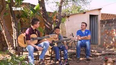 Reveja: Mário conhece dupla sertaneja Pedro Henrique e Gabriel - Meninos são de Araguari e cantam juntos há quatro anos