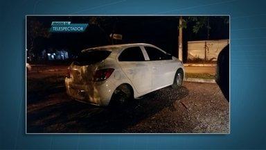 Furto de rodas de carros na 603-Sul revolta estudantes - Pelo menos três carros que estavam em um estacionamento próximo a uma faculdade na 603-Sul tiveram rodas roubadas na noite de sexta-feira (17). O local fica em frente ao prédio da procuradoria.