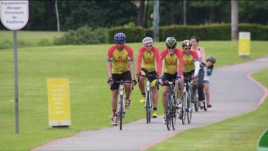 Grupo de Foz faz percurso de bicicleta até Curitiba para promover projeto social - Eles percorreram 860 km de bicicleta e ainda vão correr a maratona de Curitiba.