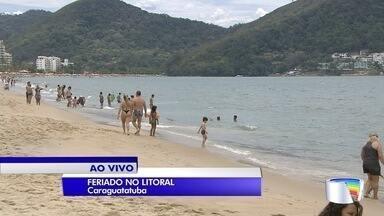 Turistas curtem praias do litoral norte de SP no feriado - Em muitas cidades, segunda-feira será feriado da consciência negra.