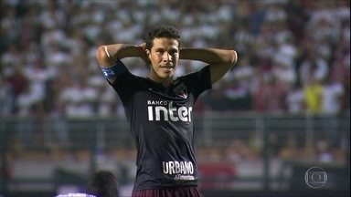 Sem Hernanes pela primeira vez, São Paulo se prepara pra duelo contra o Botafogo - Sem Hernanes pela primeira vez, São Paulo se prepara pra duelo contra o Botafogo