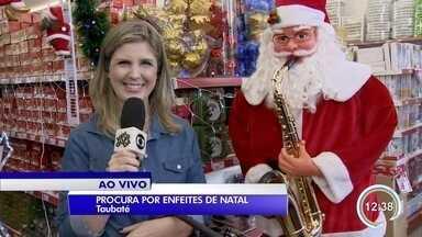 Moradores aproveitam sábado para procurar decoração de Natal em Taubaté - Procura por enfeites já aumentou.