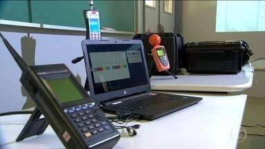 Vestibular da Unicamp tem sistema eletrônico para rastrear sinais de celulares - Para evitar cola, o vestibular da Universidade de Campinas usará um sistema eletrônico que rastreia sinais de celulares e radiofrequência nos locais de provas.