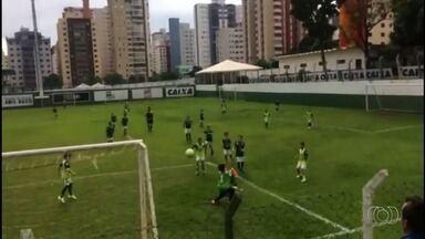 Garoto de oito anos faz gol de bicicleta em jogo no Goiás - Rafael Ravanelli faz belo gol em jogo disputado na Serrinha.