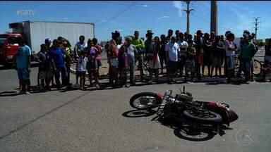 Duas pessoas morreram em dois acidentes de trânsito neste sábado em Petrolina - As vítimas eram motociclistas.