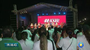 """JPB2/JP: Sábado de solidariedade com o projeto """"Apenas Ame"""", em João Pessoa - Centenas de pessoas fazem o bem em vários pontos da cidade."""
