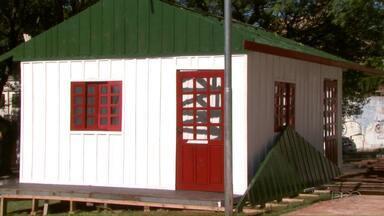 Decoração de Natal começa a ser instalada em Foz do Iguaçu - Programação natalina na cidade começa dia 30 de novembro.