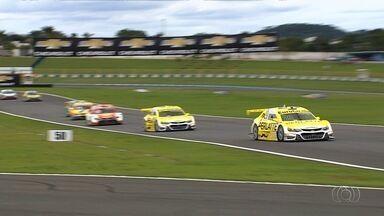 Goiânia sedia a penúltima etapa da Stock Car - Cerca de 10 mil pessoas conferiram a competição no Autódromo de Goiânia.