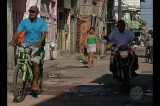 Calendário JL volta a passagem Bom Jardim, no Jurunas, em Belém - Os moradores reclamam da falta de saneamento.