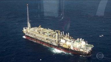 Indústria do petróleo deve criar 500 mil vagas de trabalho em cinco anos - Leilões de novas áreas de exploração devem aquecer mercado. Até 2021, devem entrar em operação no pré-sal 20 plataformas.