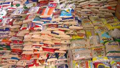 Coletas de alimentos para a campanha 'Natal sem Fome' entram na terça em uma nova fase - A partir desta terça (21) os voluntários visitam as residências em busca de doações.