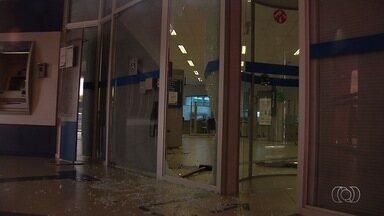 Agência bancária da Caixa é assaltada em Goiânia - Uma pessoa foi feita refém por criminosos.