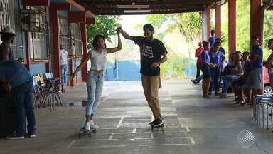 'Bahia Street Art Festival': escola municipal promove aulas de skate, em Simões Filho - Confira os detalhes na chamada do GE no BMD.