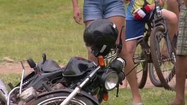 Motociclista de 24 anos morre em acidente com carro na marginal da BR-277, em Foz - Acidente foi no fim da tarde de terça-feira (21).