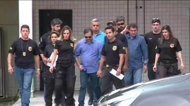 Presidente da Alerj Jorge Picciani e mais dois deputados do PMDB passam a noite na cadeia - Jorge Picciani, Paulo Melo e Edson Albertassi se entregaram na tarde de terça (21) à Polícia Federal assim que o Tribunal Regional Federal da segunda região determinou - por unanimidade - que o trio de deputados voltasse à prisão.