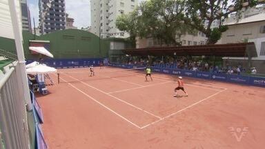 Rafael Matos e a dupla Zormann e Orlando Luz são campeões do 1º IS Open Santos - Último fim de semana foi de decisões no Tênis Clube.