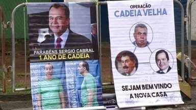 Manifestantes comemoram prisão de políticos em Benfica - Servidores do Judiciário serviram bolo em frente à Assembleia Legislativa
