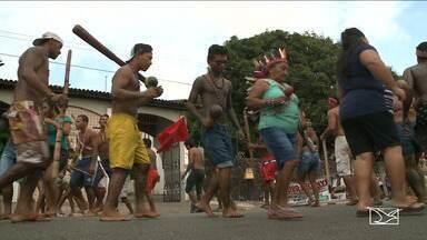 Índios acampam na sede da FUNAI, em São Luís - Ato já dura 15 dias. Na manhã desta quarta-feira (22) os indígenas fizeram um protesto na Avenida Santos Dumont.