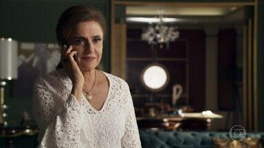 Sophia diz a Lívia que o filho de Clara agora é dela - Após internar a ex-nora, a madame pede para a filha voltar para casa com o neto