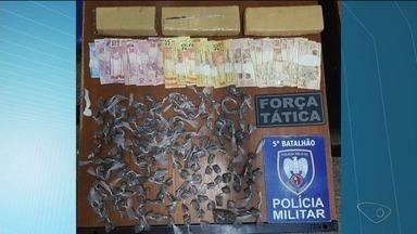 Polícia faz apreensão de drogas, arma e dinheiro em Ibiraçu, ES - Polícia faz apreensão de drogas, arma e dinheiro em Ibiraçu.