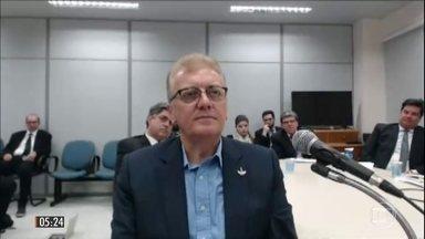 Aldemir Bendine opta em não responder a perguntas em audiência com Sérgio Moro - O ex-presidente da Petrobras é acusado de receber propina da Odebrecht. O publicitário apontado como um dos operadores da Lava Jato, afirmou, em depoimento, que recebeu R$ 3 milhões da empreiteira em nome de Bendine.