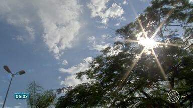 Quinta-feira (23) de temperatura alta e sol em MS - O dia será de muito calor na maioria dos municípios do estado. Previsão de pancadas de chuva em áreas isoladas.