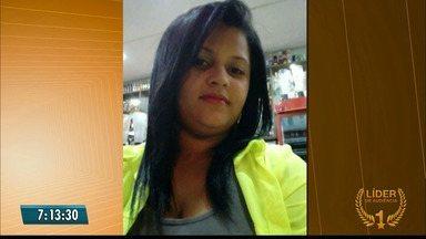 Mulher morre após sofrer descarga elétrica quando fazia bijuterias no Sertão - Jéssica Souza trabalhava com bijuterias para sustentar cinco filhos.