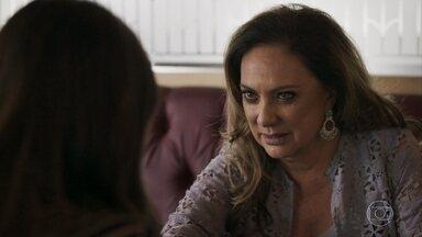 Nádia afirma a Tônia que irá ajudá-la a conquistar Bruno - A médica explica que o rapaz ainda não esqueceu Raquel