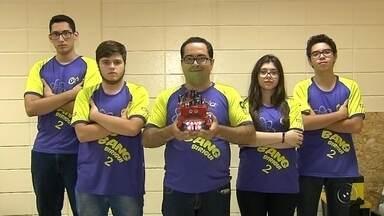 Alunos do Sesi de Birigui participam de Campeonato Mundial de Robótica no Canadá - Alunos do Sesi de Birigui (SP) estão se preparando para um grande desafio. Eles vão representar o Brasil em um Campeonato Mundial de Robótica no Canadá. Eles conseguiram a vaga depois de vencer a Olimpíada Brasileira de Robótica, que aconteceu em Curitiba.