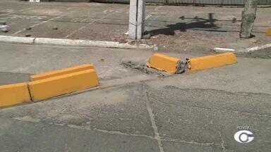Trânsito no bairro de Jaraguá sofre alterações definitivas - Intervenção da SMTT bloqueia saídas do estacionamento para evitar 'roubadinha'.