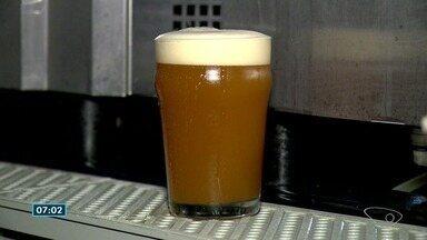 Produção de cervejas artesanais começa a chamar a atenção economicamente em Linhares, ES - Confira a reportagem de Kaio Henrique.