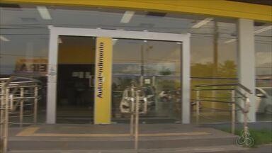 Três revólveres são levados de agência bancária no Centro de Macapá - Arrombamento foi descoberto na manhã desta segunda-feira (27). Invasores conseguiram danificar sistema de monitoramento do banco.