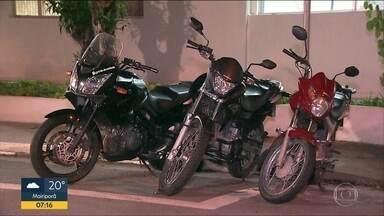 Após denúncia anônima, polícia prende homem por roubos de moto em SP - Um adolescente foi apreendido e duas motos foram recuperadas.