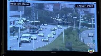 Central de monitoramento acompanha trânsito em Jundiaí - É da Central de Monitoramento da Guarda Municipal de Jundiaí (SP) que agentes acompanham a situação do trânsito na cidade.