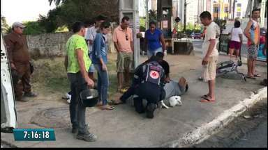 Casal de moto sofre acidente no bairro do Altiplano, em JP - Segundo o motociclista, ele escorregou no óleo que saiu de um ônibus que passou na frente dele.