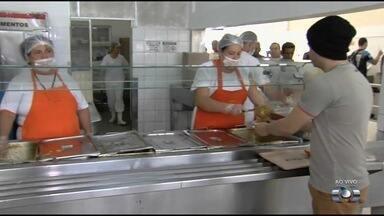 População reclama do fechamento de restaurante popular, em Goiânia - Local deve passar por reformas.