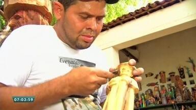 Papa ganha imagem de Padre Cícero feita pelas mãos de um artesão no Cariri - Saiba mais em g1.com.br/ce