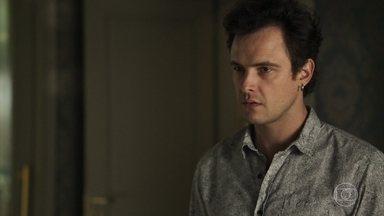 Gael não se conforma com a mudança de Estela - Ele volta a confrontar Sophia