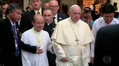 Papa Francisco volta a pedir reconciliação no terceiro dia da visita a Mianmar - Numa missa campal com 150 mil católicos, o Papa disse que a vingança não é o caminho para curar as feridas da violência.